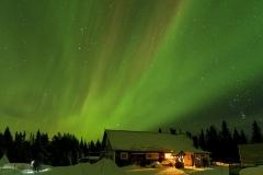 Polarlichter über dem Wildnisdorf