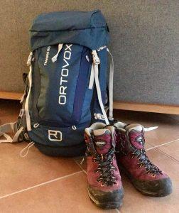Rucksack und Wanderstiefel