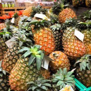 Ananas im Supermarkt von